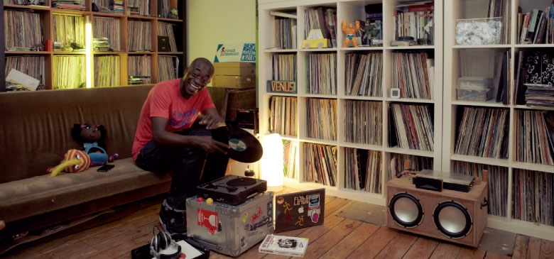 Charlie Dark aka d'Afro of Attica Blues in his living room - Mo' Wax